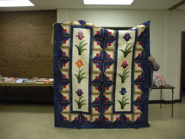 Mary Love's Iris quilt quilted by Eddie Landredth.
